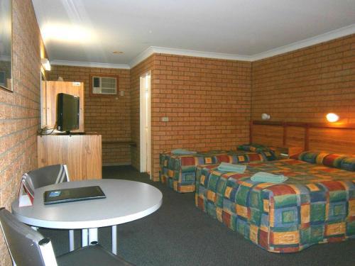Фото отеля Aaron Inn Motel