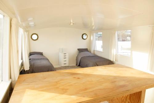 The Island Houseboat photo 3