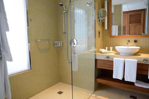 Yas Island Rotana Abu Dhabi room photos