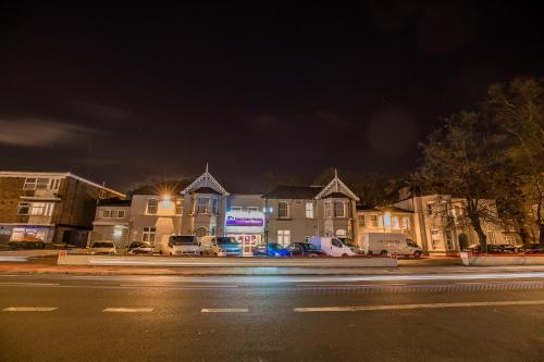 Newham Hotel - Photo 4 of 17