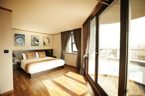 一卧室套房  (One-Bedroom Suite)