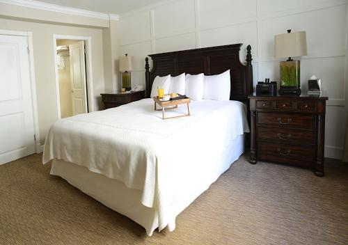 Riverside Hotel - image 13