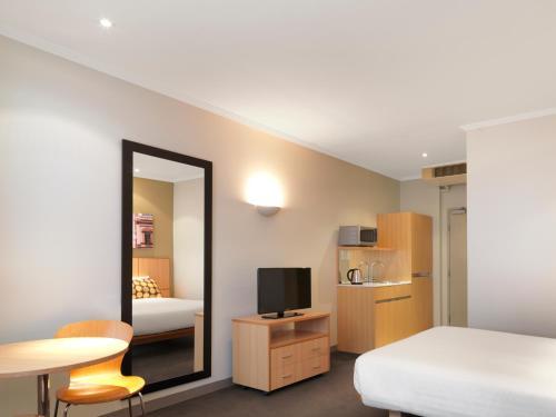 Travelodge Hotel Sydney Martin Place - image 12