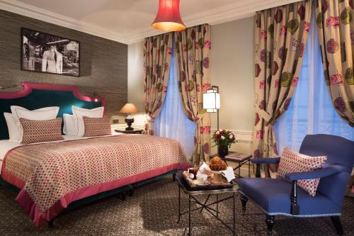 le saint hotel paris paris inr 2370 off 2 3 5 3 6. Black Bedroom Furniture Sets. Home Design Ideas