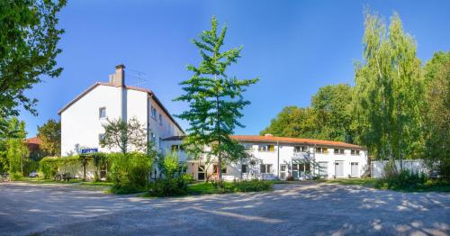 Pension Carl (B&B)