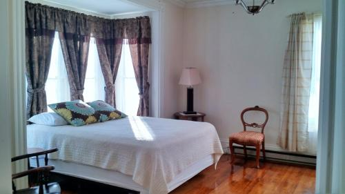 Central Waters Lodging - Lincoln, ME 04457