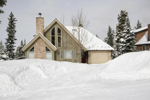 Four-Bedroom Pineview Haus - Breckenridge, CO 80424