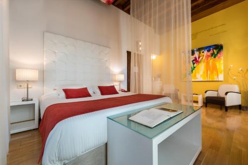 Habitación Doble Deluxe con bañera de hidromasaje  Gar Anat Hotel Boutique 6