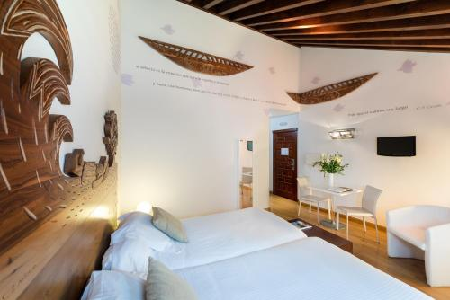 Triple Room (2 Adults + 1 Child) Gar Anat Hotel Boutique 17