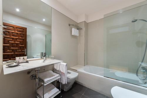 Triple Room (2 Adults + 1 Child) Gar Anat Hotel Boutique 36