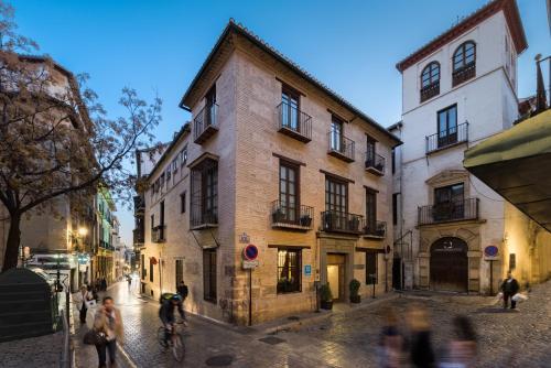 Placeta de los Peregrinos, 1, 18009 Granada, Spain.