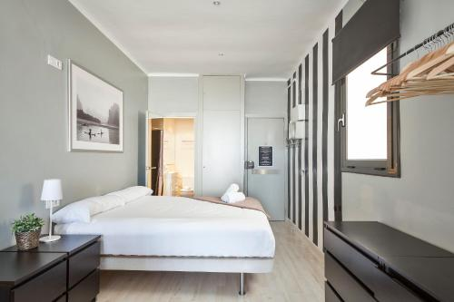 Ding Dong Fira Apartments photo 23