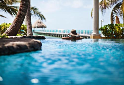 . Pelican Reef Villas Resort
