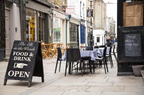 53 Upper Street, Islington, London, England, United Kingdom, N1 0UY.