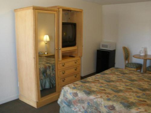 King's Inn Motel - Kingsburg, CA 93631