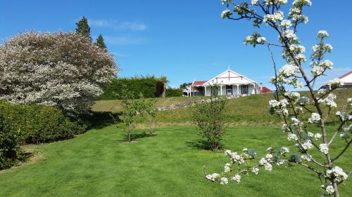 Murrells Grand View House - Accommodation - Manapouri