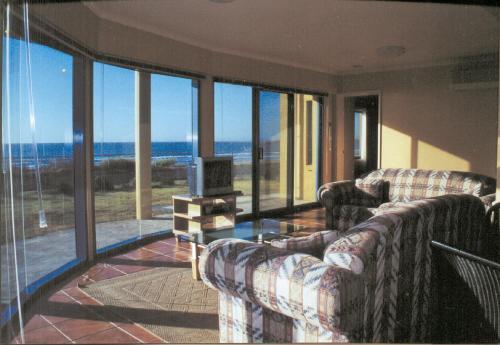 . Horizons Beachfront Apartment