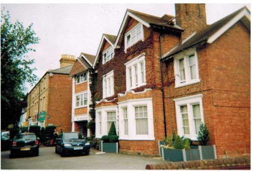180 Banbury Road, Oxford, England, United Kingdom, OX2 7BT.