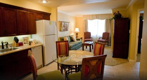 Suites At Marriott S Grand Chateau Las Vegas No Resort Fee Serviced Apartment Las Vegas Nv Deals Photos Reviews