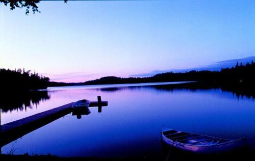 Daniels Lake Lodge Cabins