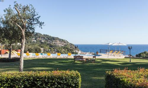 Deluxe Double Room with Sea View Hotel BlauMar Llafranch 1