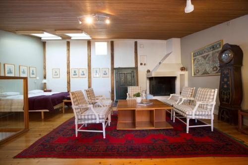 Lady Hamilton Apartments photo 19