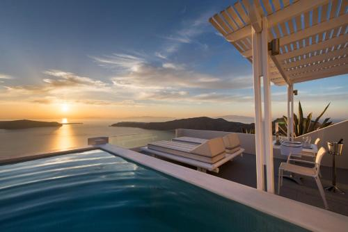 Deluxe Suite with Private Pool and Caldera View
