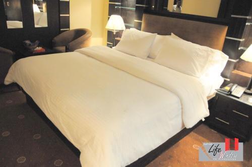 Seteen Palace Hotel room photos