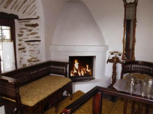 Deluxe Split Level Suite with Fireplace and Sea View
