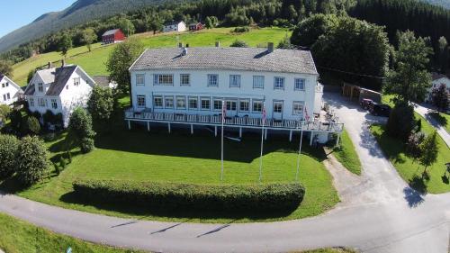 Eidsvåg Fjordhotell - Photo 3 of 70