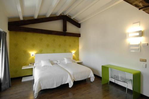 Double or Twin Room Hotel Cienbalcones 10