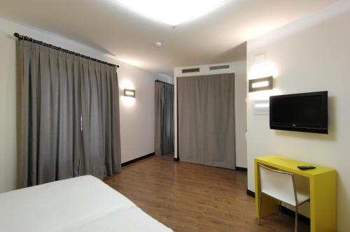 Double or Twin Room Hotel Cienbalcones 12