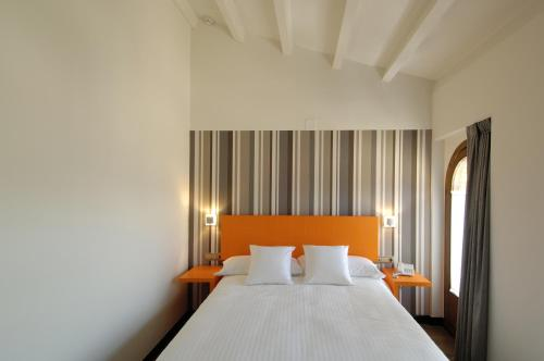 Single Room Hotel Cienbalcones 10