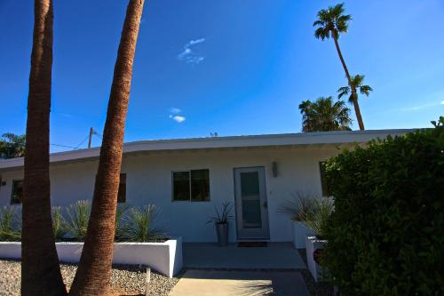 The White House - Palm Springs, CA 92262