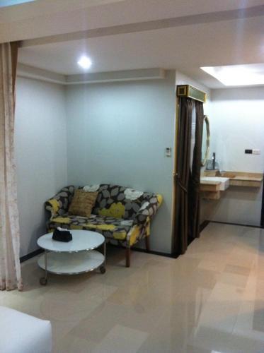 Pratunam Casa Hotel photo 12