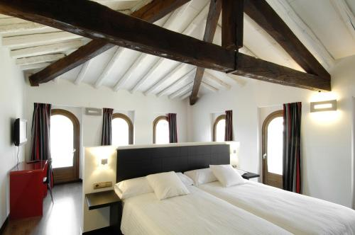 Superior Twin Room Hotel Cienbalcones 10