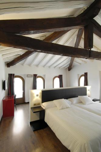 Superior Twin Room Hotel Cienbalcones 11