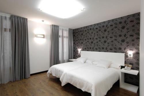 Double or Twin Room Hotel Cienbalcones 17