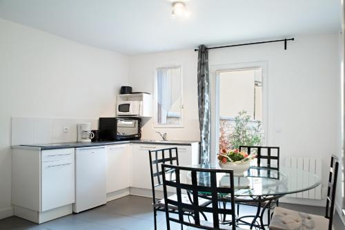 appartement avec terrasse location saisonni re 11 rue des pr s 14600 honfleur adresse horaire. Black Bedroom Furniture Sets. Home Design Ideas