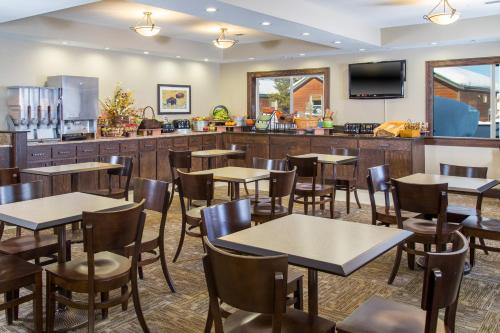 Gray Wolf Inn & Suites - West Yellowstone, MT 59758