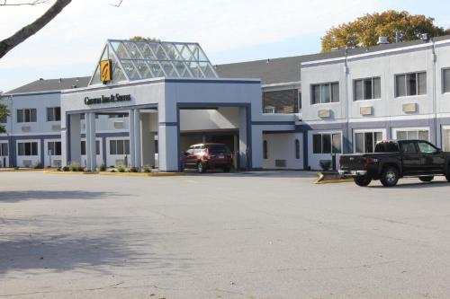 Groton Inn & Suites - Groton, CT 06340