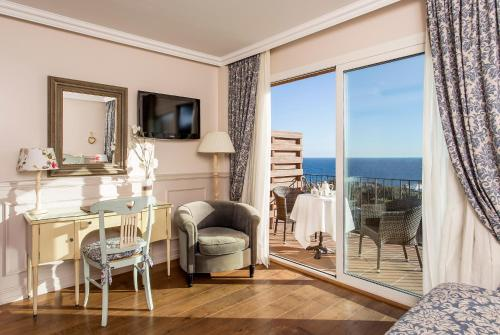 Superior Double Room with Sea View Hotel BlauMar Llafranch 5