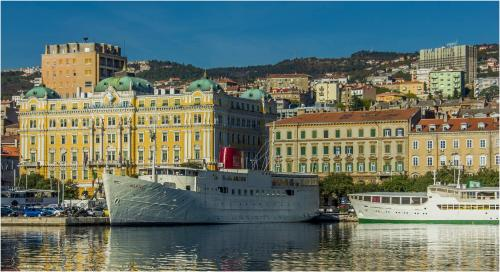 Riva, 51000, Rijeka, Croatia.