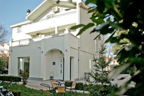 . Casa Verde