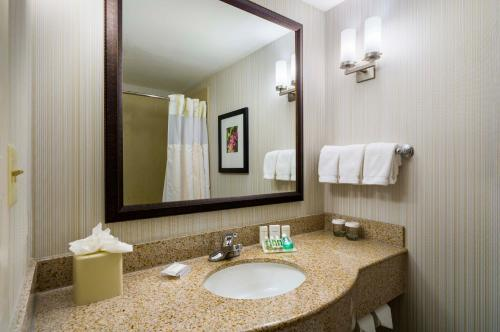 Hilton Garden Inn Queens/JFK - image 6