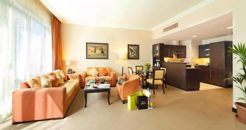 Al Manzel Hotel Apartments photo 30