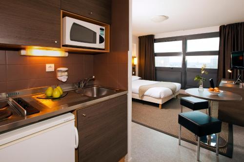 Séjours & Affaires Lille Europe - Hôtel - Lille