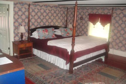 Briar Lea Inn & Jolly Drayman Pub - Bethel, ME 04217