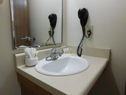 Days Inn & Suites By Wyndham Rochester South - Rochester, MN 55902
