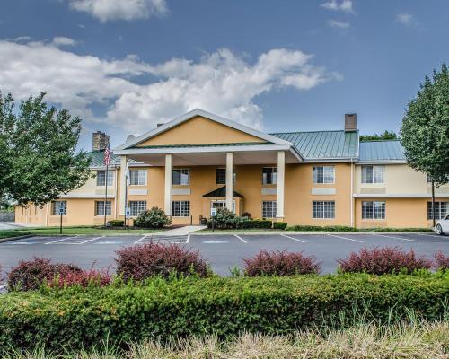 Baymont by Wyndham Harrisburg - Hotel
